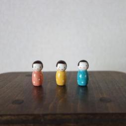 水玉こけしのフェーブ(春色)  Feve of Polka dot Kokeshi  Size:1.0×1.0×2.2cm/Color:red,blue,white red,white blue/Materials:porcelain/glossy type  ¥600+Tax  FEVES-86p pink FEVES-86y yellow FEVES-86b blue