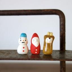 クリスマスのフェーブ Feve of Christmas  Size :2.5×1.3×1.3cm ( snowman )2.6×1.2×1.2cm ( Santa )2.8×1.2×1.5cm ( reindeer )/Materials: porcelain  ¥600+Tax  FEVES-34雪だるま  FEVES-35サンタ FEVES-36となかい
