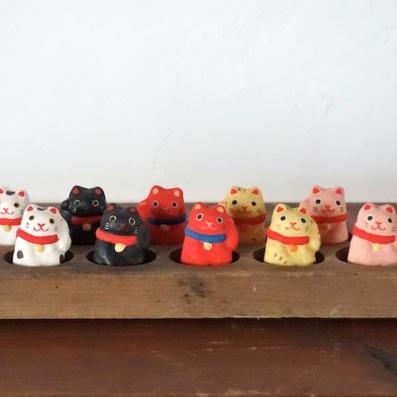 ミニ招き猫 Mini Beckoning cat  Size:4×3×2.2cm/Color : white , black , red , yellow , pink/Material: Porcelain  ¥1,000+tax