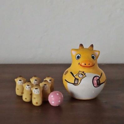 MB-8 きりんボウリング Giraffe Bowling  Size:7×5×5cm (body) 2.5× 1.2× 1.2cm (bowling pins)/Material: wood, porcelain  ¥5,000+Tax