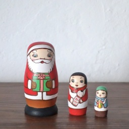 MS3-17-1  Matryoshka 3sets サンタの贈り物 Santa's gift  Size:7cm/Material: wood  ¥6,500+Tax