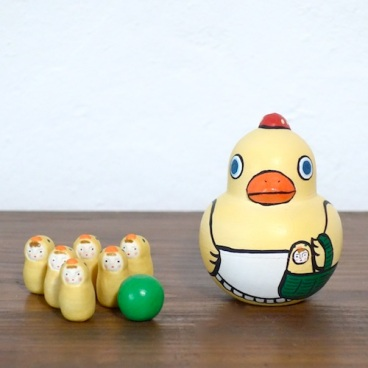 MB-2 ひよこボウリングChick Bowling  Size:7×5×5cm (body) 2.2× 1.2× 1.2cm (bowling pins)/Material: wood, porcelain  ¥5,000+Tax