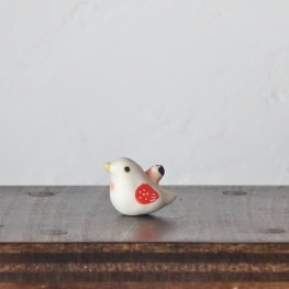 豆ハトのフェーブ  Feve of Pigeon  Size:2.5×1.3×2.0cm/Materials:porcelain  ¥700+Tax  FEVES-85