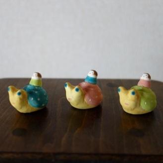 かたつむりのフェーブ  Feve of Snail  Size :2.0×2.8×2.3cm /Color:white/black/ Materials: porcelain  ¥800+Tax   FEVES-90lb light blue /FEVES-90p pink/FEVES-90yg yelllow green