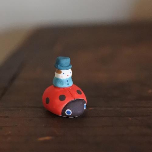 てんとうむしのフェーブ Feve of swimming Ladybug Size:各2.0×2.5×2.5cm/Materials: porcelain  ¥800+Tax  FEVES-87