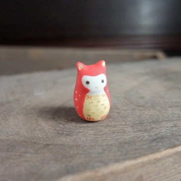 赤みみずくのフェーブ Feve of owl Size:1.5×1.5×2.2cm/Materials: porcelain ¥600+Tax  FEVES-26