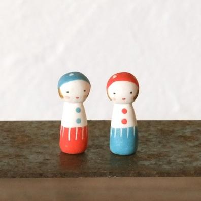 きのこけしのフェーブ(2個組)  Feve mushroom Kokeshi(2set)  Size:各1×1×3cm/Materials:porcelain  ¥1.000+Tax  FEVES-73