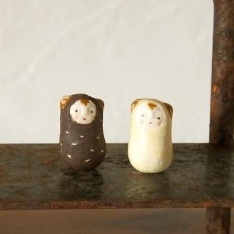 ひつじ兄弟のフェーブ(2 個組) Feve of sheep brother ( Two sets)  Size:各2×1.2×1.2cm/Materials: porcelain  ¥1.000+Tax  FEVES-37