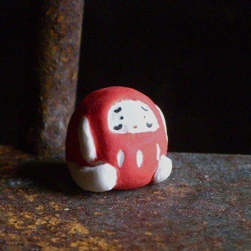 手も足も出た!だるまさんのフェーブ Feve of Dharma Size :1.5×1.4×1.4cm/Materials: porcelain  ¥600+Tax  FEVE-10