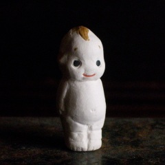 キューピーのフェーブ Feve of Kewpie Size:3.6×1.1×1.5cm/Materials: porcelain ¥600+Tax  FEVES-15