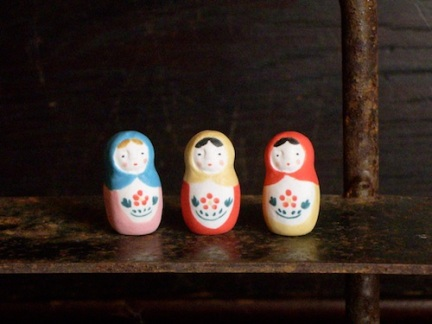 マトリョーシカのフェーブ Feve of matryoshka Size:2.2×1.2×1.2cm/Color:Light blue , yellow , red/Materials: porcelain ¥600+TaxFEVE-18 水色ずきん/FEVE-19 黄色ずきん/FEVE-20 赤ずきん
