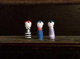 モガこけしのフェーブ Feve of Moga Kokeshi  Size:各1×1×3cm/Materials:porcelain  ¥600+Tax  FEVES-67黒 FEVES-68青 FEVES-69紫