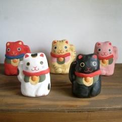 招き猫  Beckoning cat   Size:H10.5×W8×7cm/Color : white , black , red , yellow , pink/Material: Porcelain ¥3,800+tax