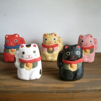 招き猫  Beckoning cat   Size:H10.5×W8×7cm/Color : white , black , red , yellow , pink/Material: Porcelain ¥3,800+tax