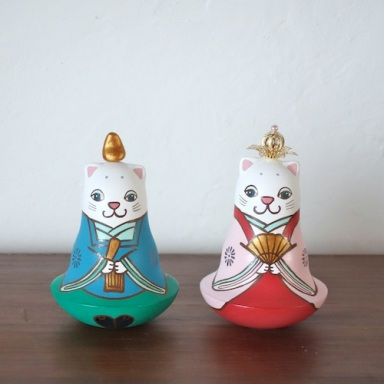 MP-2 猫雛人形 おきあがりこぼしCat Hina Doll( Roly-poly)  Size:H 11cm/Material : wood , metal , stone powder clay  ¥12,000+Tax