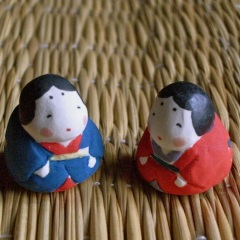 お多福のフェーブ Feve of Otafuku Size :2.2×1.8×2.2cm/Color:red,blue Materials: porcelain  ¥600+Tax  FEVE-8 赤/FEVE-9 青