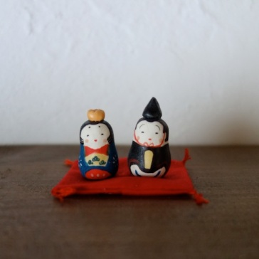 豆雛のフェーブ(2個組) Feve of mini Hina doll (two sets)  Size:3.0×1.6×1.6cm,2.0×1.6×1.6cm/ Materials: porcelain  ¥1,500+Tax  FEVES-62