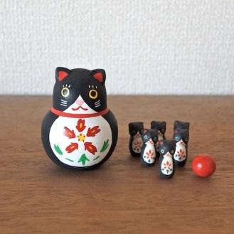 福猫ボウリング Lucky Cat Bowling  Size:H6.5cm(body) /1.0×1.0×2.3cm(bowling pins)  Material: wood, porcelain ¥5,000+tax  MB-11