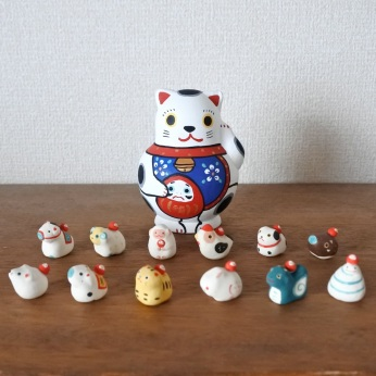 MF-6 招福猫 十二支縁起  Lucky cat & Twelve zodiac signs  Size:11 × 8 × 8cm (body) Each about 1.5~3cm (feve) /Material: wood, porcelain  ¥10,000+Tax
